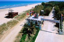 Campingplatz liegt direkt am Meer in Pineto, Abruzzen