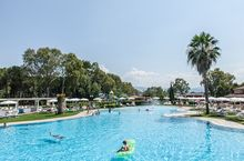 Feriendorf mit Pool in Kalabrien