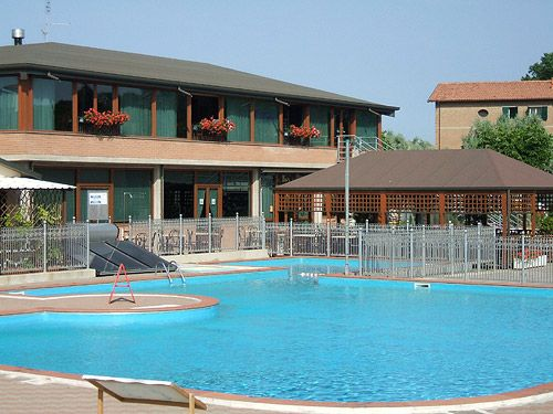La piscina dell'Happy Camping Village