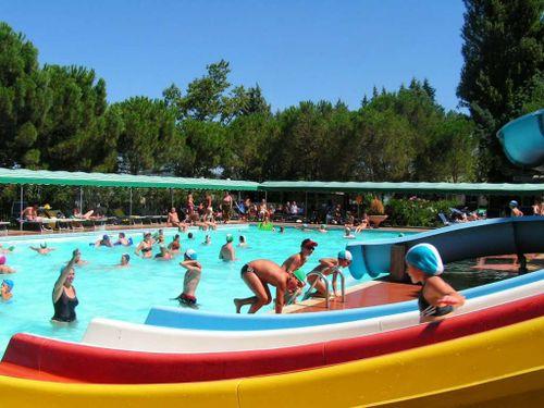 Camping Village con piscina sul Lago Trasimeno