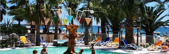 Village de Vacances avec piscine sur la mer en Corse