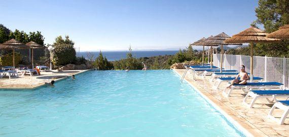 Campingplatz Feriendorf mit Pool in Korsika