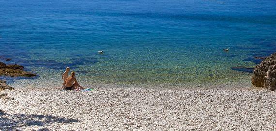 Der Strand des Campings Cikat, Kroatien