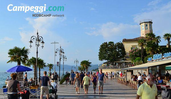 Lungolago di Lazise sul Lago di Garda