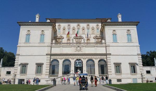 Facciata della Galleria Borghese a Roma
