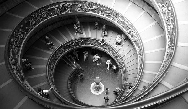 Scalinata dei Musei Vaticani a Roma