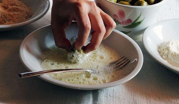 Preparazione delle olive all'ascolana