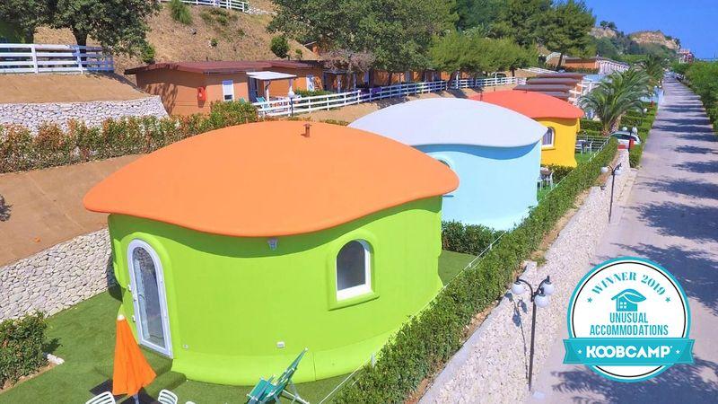 """Die 10 beste Campingplätze und Feriendörfer der Kategorie """"Unusual Accommodations 2019"""": der Centro Vacanze Riva Verde von Altidona ist der Gewinner."""