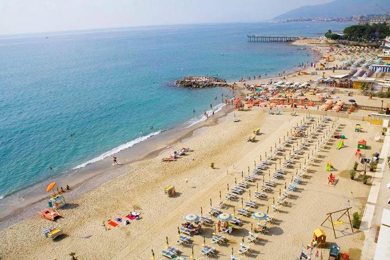 Camping auf dem Meer in Ligurien