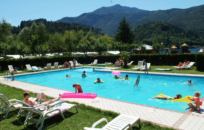 Campeggio con piscina sul Lago di Ledro