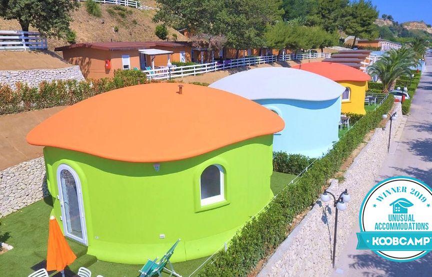 """Les 10 meilleures Campings et Villages italiens de la catégorie """"Unusual Accommodations 2019"""": le Centro Vacanze Riva Verde à Altidona gagne"""